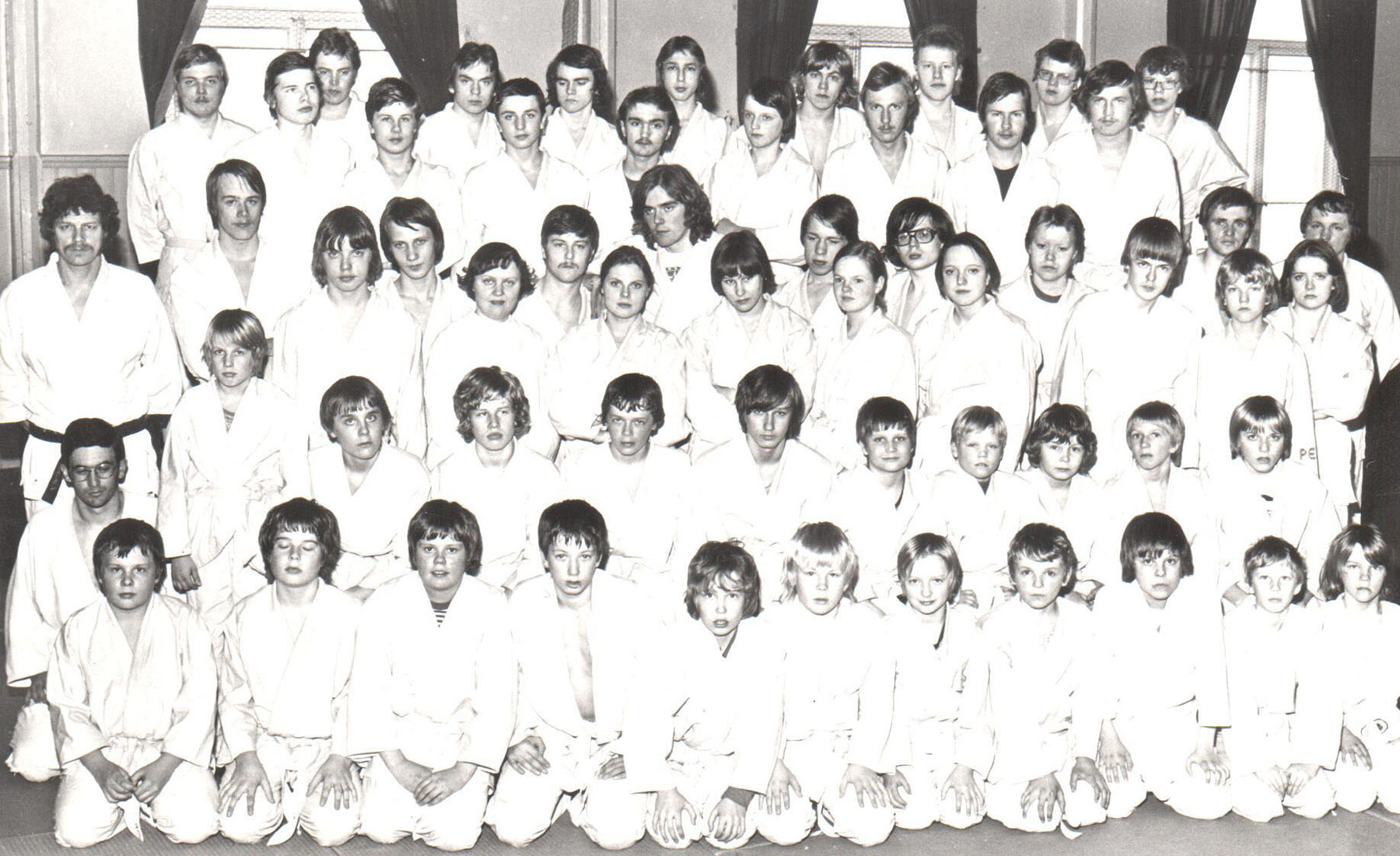 Ensimmäisen judokurssin osallistujia