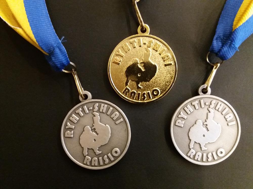 Ukilaisjudokat toivat kotikaupunkiin kolme mitalia kauden ensimmäisistä kilpailuista.