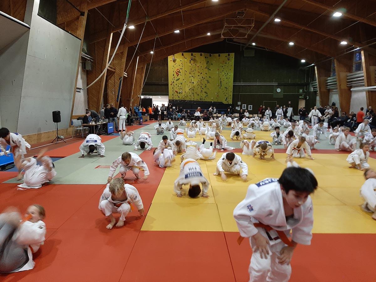 Lahti Shiaissa yhteisen alkulämmittelyn piti maajoukkue-judoka Katri Kakko.