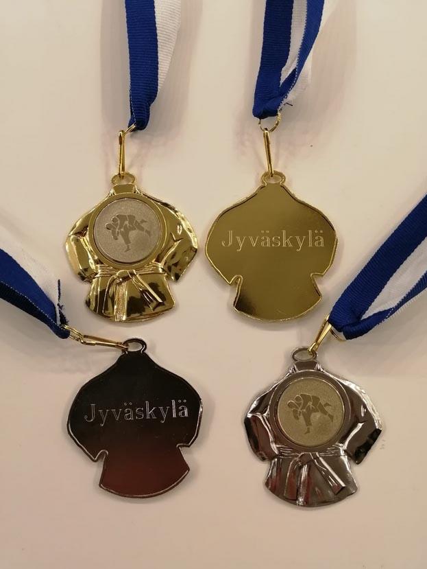 Jyväskylä Shiain mitalit oli muotoiltu judogin mallisiksi.