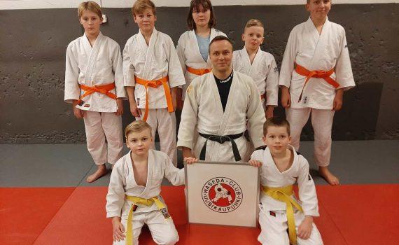 Veeti Salminen (takana vasemmalla), Artturi Helimo, Janika Ojaniemi, Milo Hiltunen ja Anton Aniskov. Marko Hiltunen (keskellä). Niilo Metsälä (edessä vasemmalla) ja Daniel Pavlov.